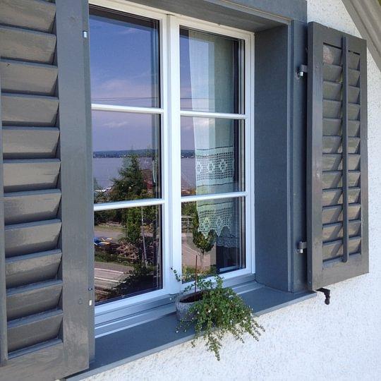 Fenstereinfassung aus Schiefer