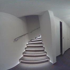 Treppe mit Platten und LED Lampen