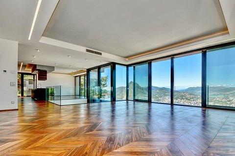 Villa moderna con strepitosa vista lago, ampi spazi e piscina
