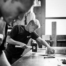 Fabrication de pièces de ferblanterie à l'atelier