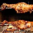 Lamm grilliert auf Holz