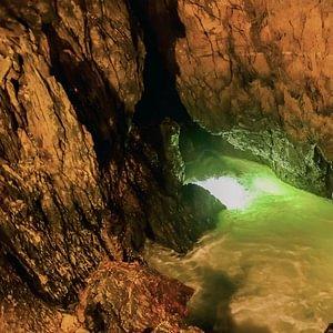 L'Orbe traversant les Grottes de Vallorbe