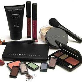 Ihr fein auf Ihre persönlichen Farben abgestimmtes Make-up. Aufwendiges und teures Suchen und Probieren entfällt.