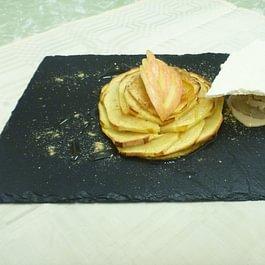 tarte fine aux pommes et sa glace maison