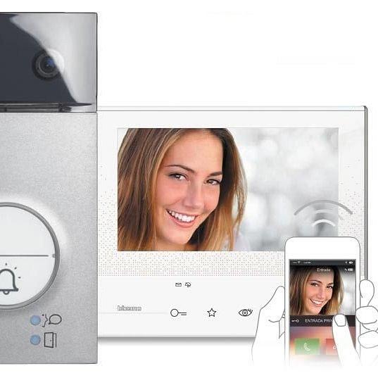 """Impianto Videocitofono con monitor da 7"""" e possibilità di gestione delle principali funzioni tramite APP per SmartPhone."""