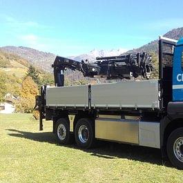 Camion 3 essieux 26t, grue 21t, pont basculant (chargement 6,1m)