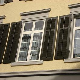 Illusionsmalerei (Fenster links-nur aufgemalt)!