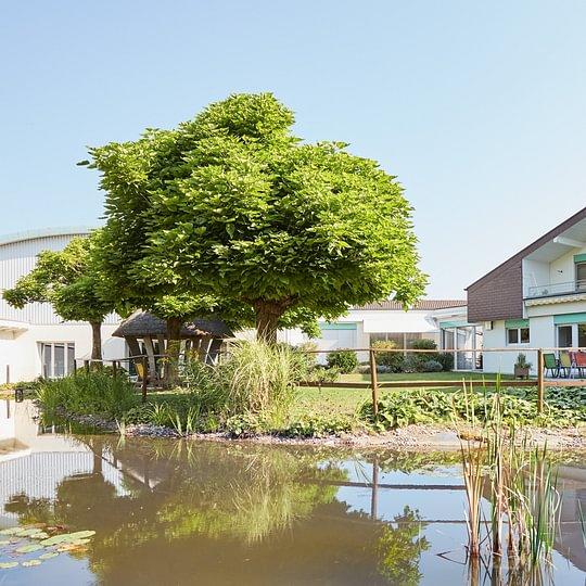 Wohn- und Pflegeheim Am Weiher - Haus & Garten