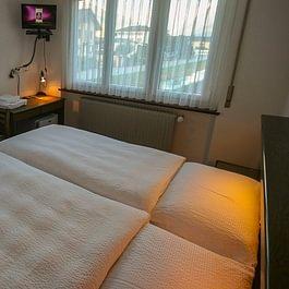 Zimmer alle mit Dusche/TV/Kühlschrank/Gratis WLAN, Nichtraucher