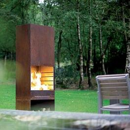 Cheminée extérieure au design élégant, en acier corten