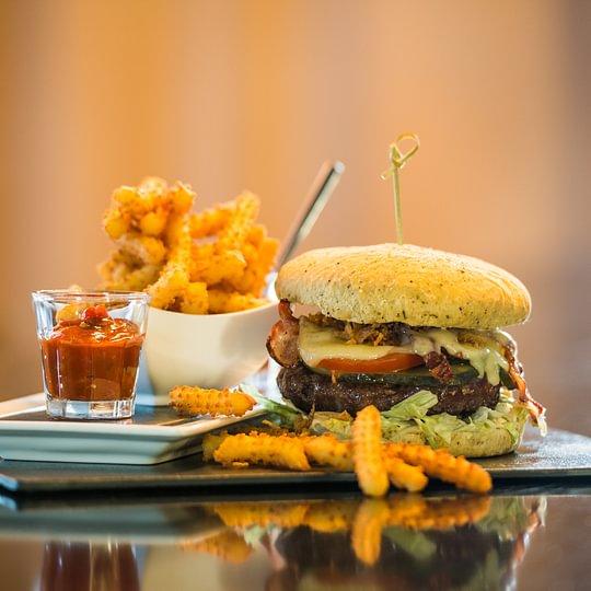Der Kassenschlager: Büffelburger mit Fleisch vom Biohof Breiten, Rotkreuz