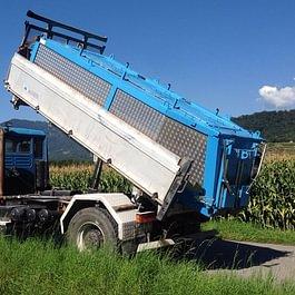 Camion + thermos pour enrobé (capacité 8,5t) avec 2 petites portes à l'arrière pour remplir des brouettes,etc.
