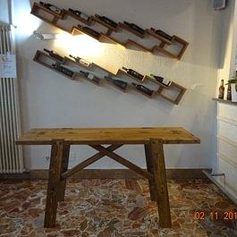 tavolo fratino e mensole porta bottiglie
