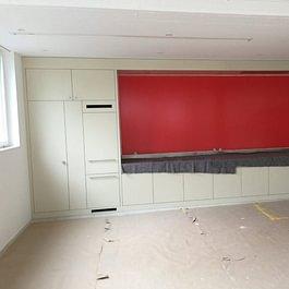 Küchenrückwand  rot streichen in Mühlehorn.
