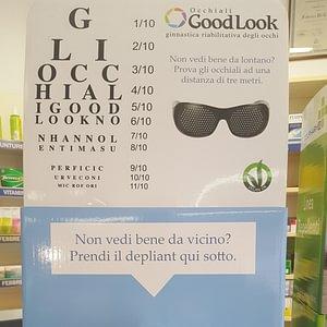Occhiali per ginnastica oculare.