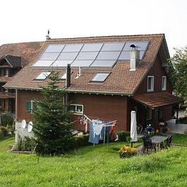 Thermische Solaranlage für Warmwasser und zur Heizungsunterstützung, Küssnacht am Rigi