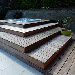 Lattion & Veillard / Paysagiste / Construction d'un aménagement en bois autour d'un spa