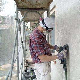 Fassadenputz mit Sanierungsfräse entfernen in Kaltbrunn.