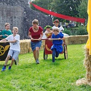 In Augusta Raurica gibt es am Römerfest sogar Wagenrennen für Familien.