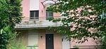 Pura Casa bifamiliare con licenza per ampliamento e ristrutturazione in vendita