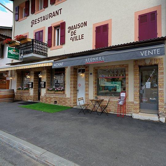 Arcade au centre du village