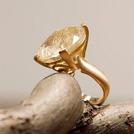 Melania Crocco : Rutilated quartz ring in rose gold 18 kt