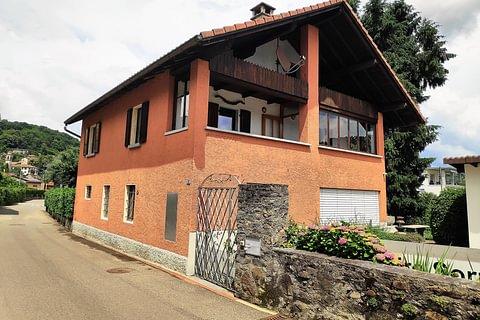 Magliaso Casa di 5,5 locali con giardino in vendita