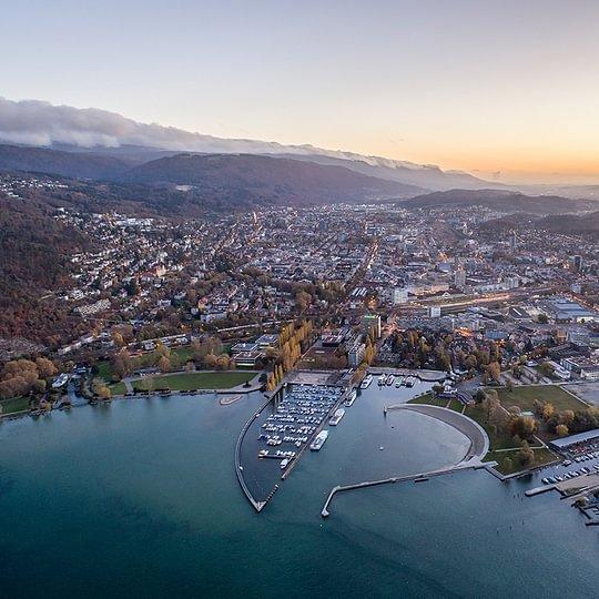 Stadt Biel am Bielersee/Ville de Bienne au bord du lac (Luftaufnahme/Vue aérienne)