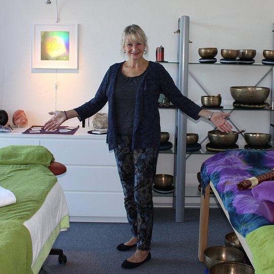 Virginia Hürzeler mit Praxis im www.KlangTreff.ch