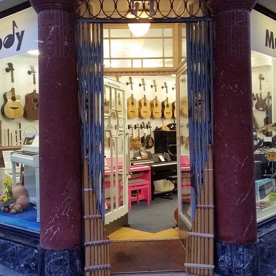 Musik Melody im Herzen von Thun (in der schönen Altstadt, Nähe Rathaus)