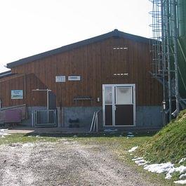 ...oder landwirtschaftliches Gebäude. Kein Anspruch zu hoch.