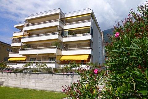 Grosszügige 4-Zimmerwohnung mit Balkon und Seesicht in Minusio - Condominio