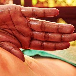 Abhyanga, le magnifique massage du corps