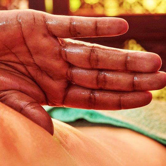 Abhyanga, le massage du corps