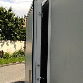 Installation d'une porte blindée de haute sécurité chez un particulier.