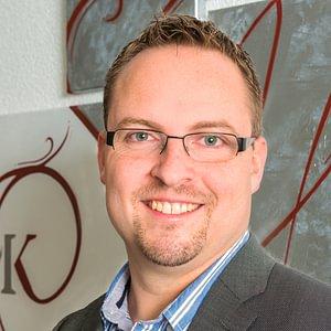 Herr Adrian Kaufmann  Dipl. Experte in Rechnungslegung und Controlling  Geschäftsleitung