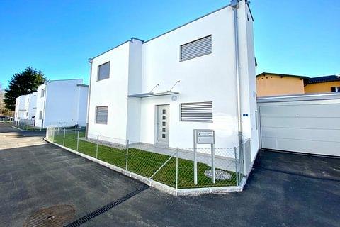 NOVAZZANO - vendesi nuove villette indipendenti con giardino e garage