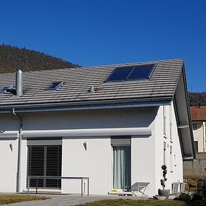 Capteurs solaires thermiques integrés en toiture