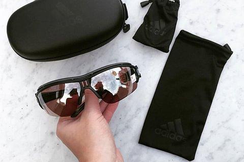 Soldes, 50% sur les lunettes solaires Adidas de notre stock.