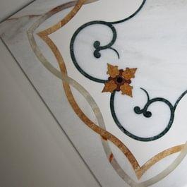 Lastra con intarsi in marmo eseguita con Waterjet