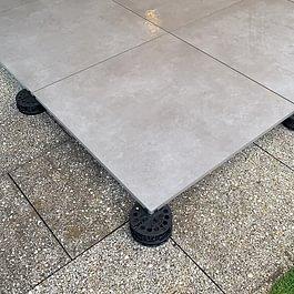 Gartenplatten auf Stelzen von EDI Keramik GmbH