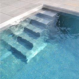 Edelstahl-Schwimmbad, Einfamilienhaus in Arlesheim