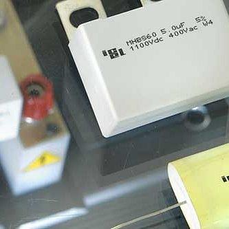 Leistungskondensatoren / IGBT-Schutz-Kondensatoren