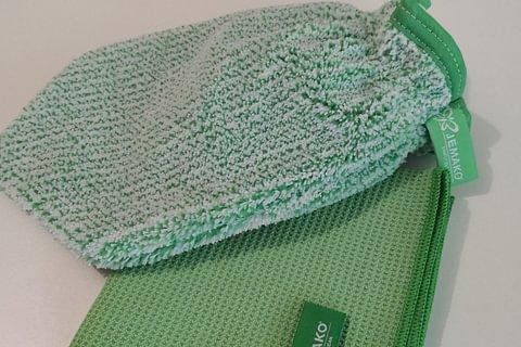 grüner Handschuh / Fenstertuch