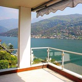 MORCOTE Elegante Attico 3.5 locali con depandance e vista lago da sogno 120 mq  CHF 775'000.-