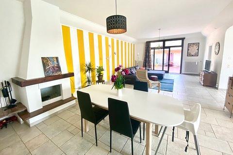 S.PIETRO DI STABIO - vendesi appartamento di 4.5 locali con corte privata