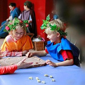 In Augusta Raurica können sogar römische Spiele ausprobiert werden.