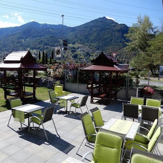 unsere Terrasse mit Thaihouse