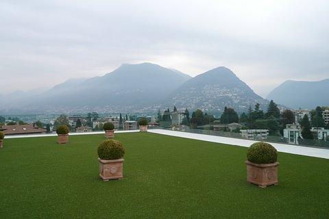 Ample appartement avec vue sur le lac, terrasse panoramique de 200 m2.