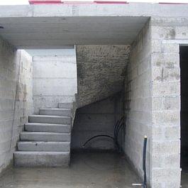 Escalier demi tournant en béton